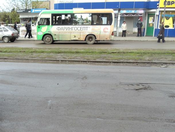 Асфальт на «забытой» властями улице Новочеркасска пришел в катастрофическое состояние