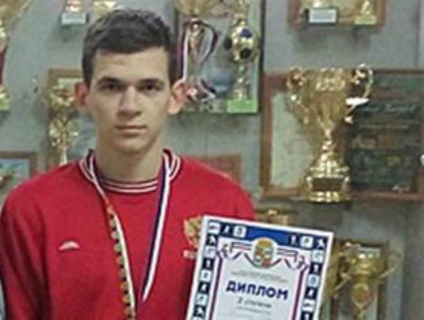 Новочеркасец Иван Шишков завоевал золото чемпионата Волгоградской области по боксу