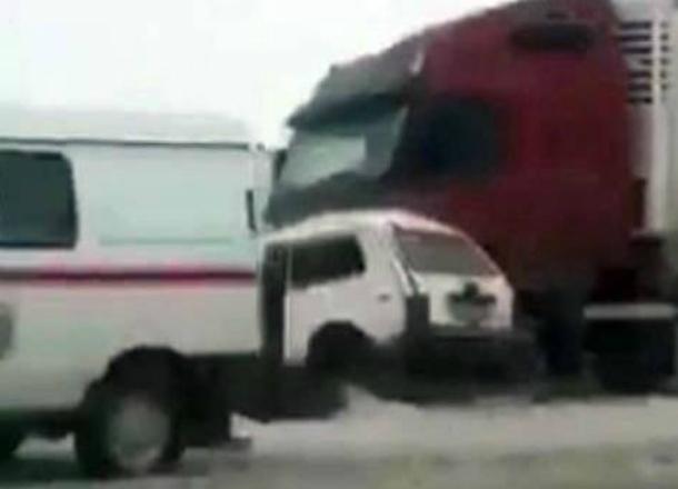 В жуткой аварии с участием фуры под Новочеркасском погиб 61-летний мужчина