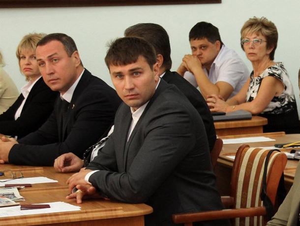 Депутаты-миллионеры: самый богатый парламентарий Новочеркасска за год заработал 35,5 миллиона рублей