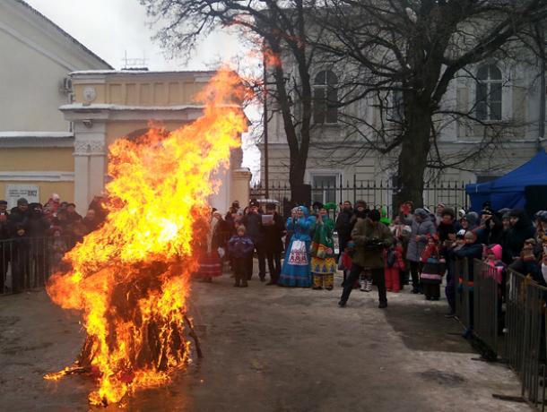 В Новочеркасске прошли проводы Масленицы