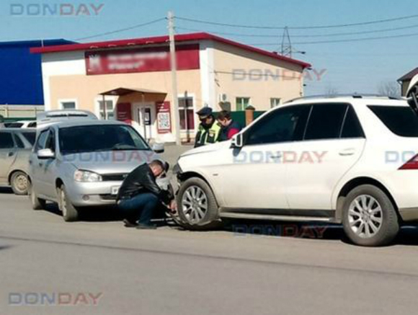 Автоледи на «Калине» в лобовую протаранила «Мерседес» в Новочеркасске