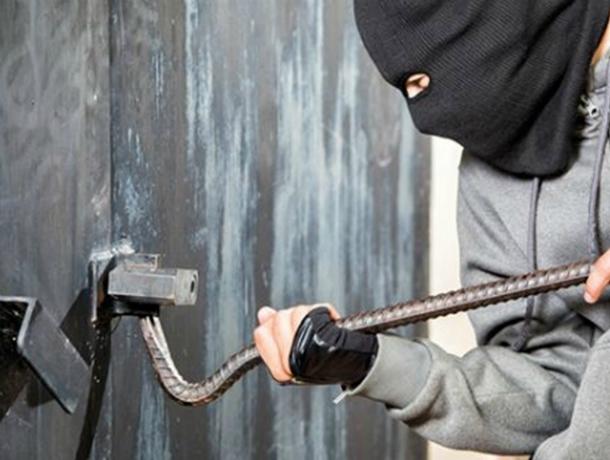 Житель Новочеркасска обчистил чужой гараж на 20 тысяч рублей
