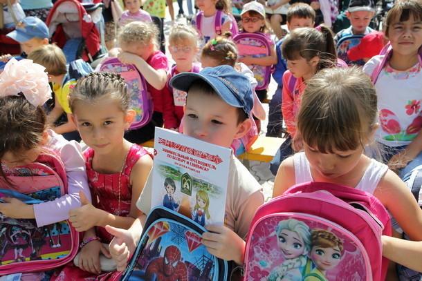 В Новочеркасске помогут собрать детей в школу