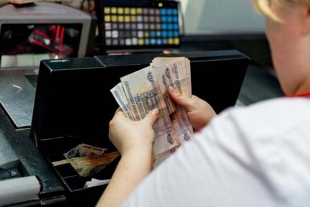 В Новочеркасске продавец магазина присвоила почти полмиллиона выручки
