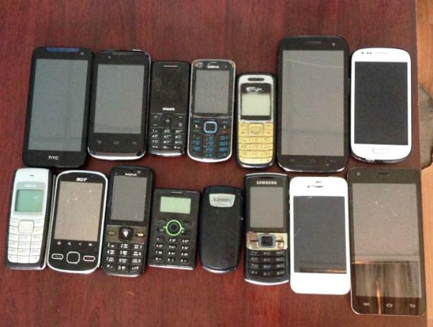 Житель слободы Красюковской пытался перебросить в новочеркасскую колонию 15 мобильников