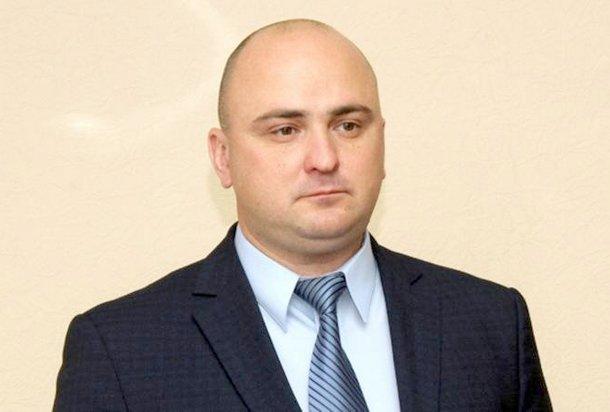 В Новочеркасске начальник службы, задолжавшей миллионы, живет на 108 тысяч рублей в день