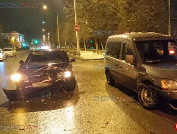 Не поделили перекресток: «Опель Комбо» и «Акцент» столкнулись в центре Новочеркасска