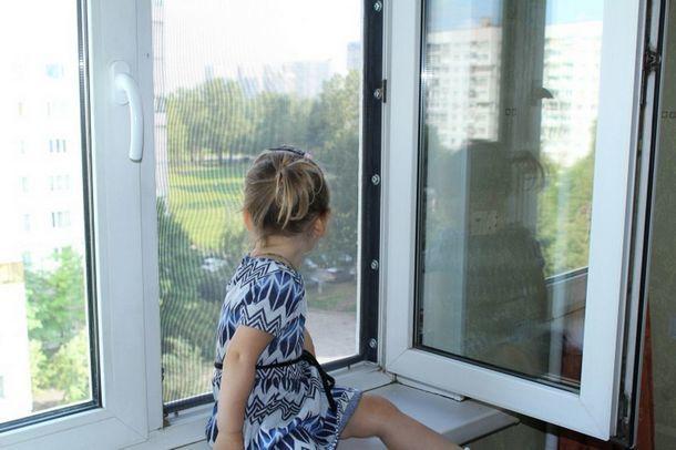 В Новочеркасске с начала года из окон выпали двое дошкольников