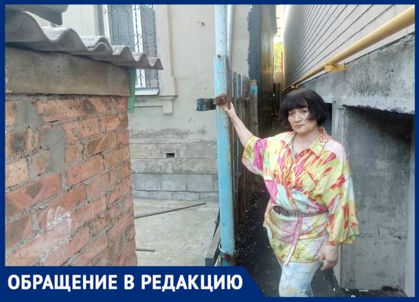 «Ваши стоки размывают мой фундамент», – жительница Новочеркасска подала в суд на застройщика