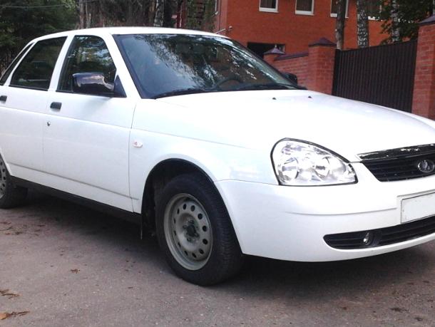 В Новочеркасске автоугонщики нагло похитили белую «Приору»