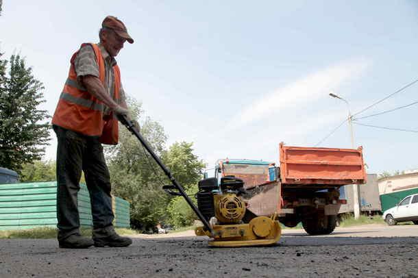 Администрация Новочеркасска снова добавила средств на ямочный ремонт дорог