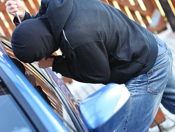«Шестерку» с багажником на крыше угнали на улице Петрова в Новочеркасске