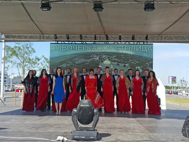 Академический хор Новочеркасска выступил в аэропорту Платов