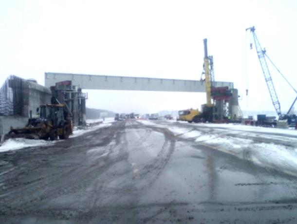 ВРостовской области надороге каэропорту «Платов» установили пролет путепровода