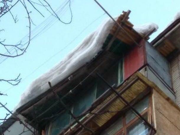 УК «Октябрьский» не чистит крышу многоквартирного дома в Новочеркасске, потому что боится