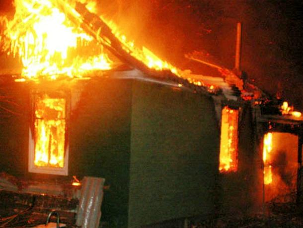 Объятые пламенем дачи переполошили среди ночи хутор Калинин под Новочеркасском