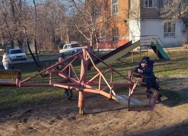 Жители Жилучастка возмущены состоянием детской площадки