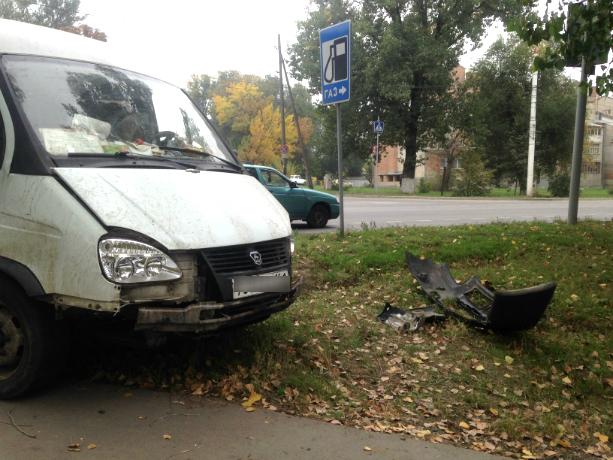 Авария около автовокзала Новочеркасска чудом обошлась без пострадавших