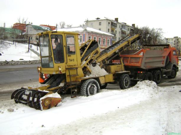 Автовладельцы Новочеркасска помешали работе снегоуборочной техники на улицах города