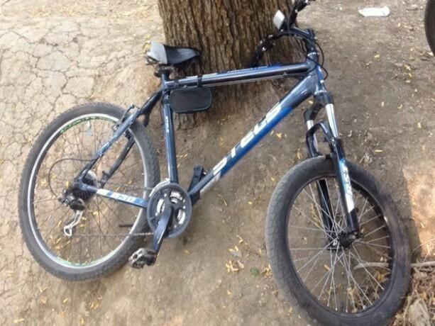Два скоростных велосипеда похитили от подъезда жилого дома в Новочеркасске