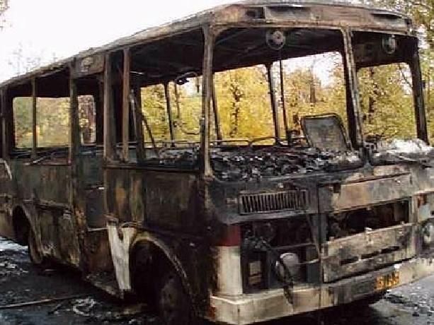 Автобус с пассажирами сгорел дотла на федеральной трассе под Новочеркасском