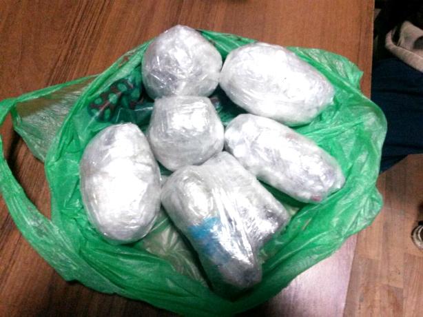 Мужчина попытался перебросить наркотики и сильнодействующие таблетки в новочеркасскую колонию
