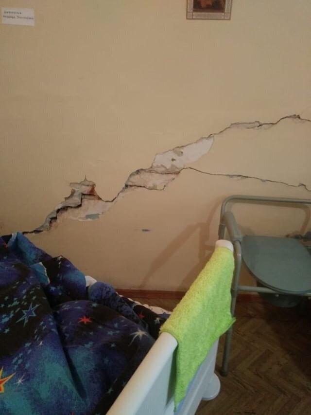 Помочь и не навредить: жительница Новочеркасска жалуется на содержание в плохих условиях стационара пожилой родственницы