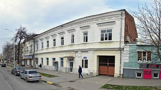 В Новочеркасске здание общежития колледжа отдадут под магазин