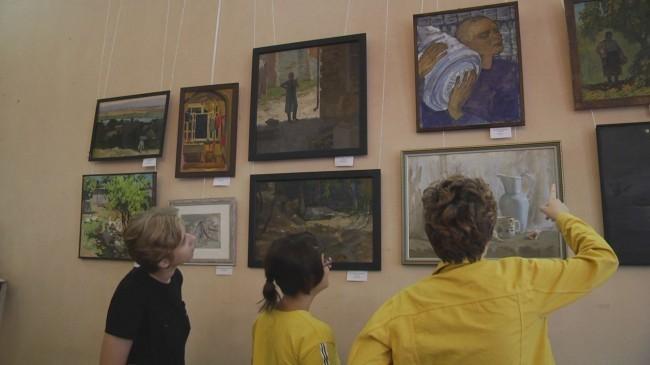 «Краски будней» от студентов училища имени Грекова: в Новочеркасске открылась выставка