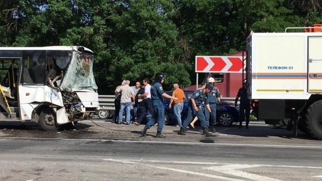 11 человек госпитализированы в результате аварии под Новочеркасском