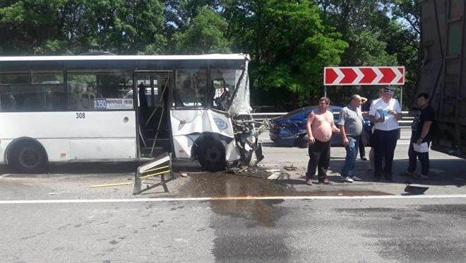Несовершеннолетних пострадавших из новочеркасского автобуса перевели в областную детскую больницу