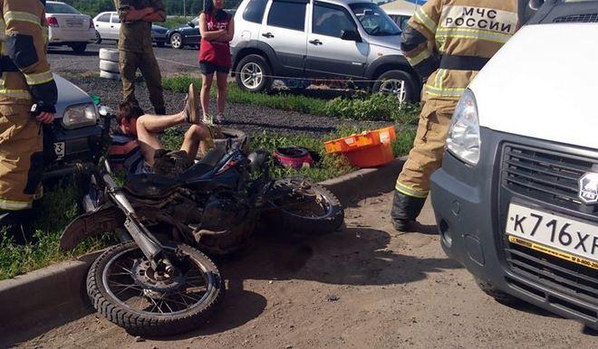 В Новочеркасске 15-летнего мотоциклиста сбила машина