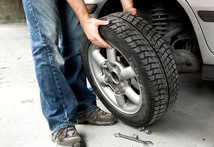 Из зимы в лето: новочеркасцам рекомендуют не спешить с заменой зимних шин