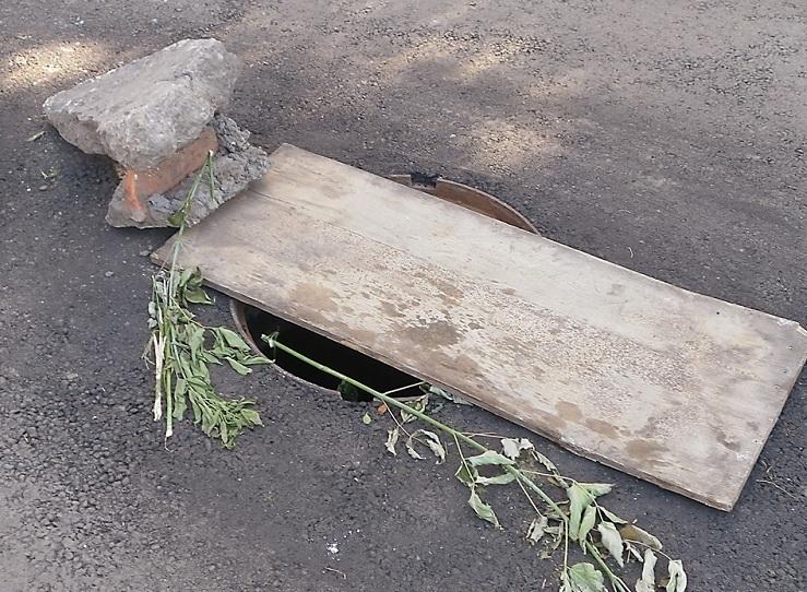 В Новочеркасске 5-летнияя девочка провалилась в люк