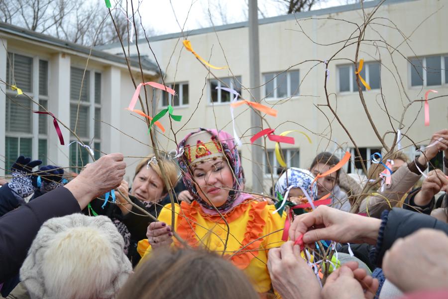 Блины, хороводы и дождь: как в Новочеркасске отметили Масленицу
