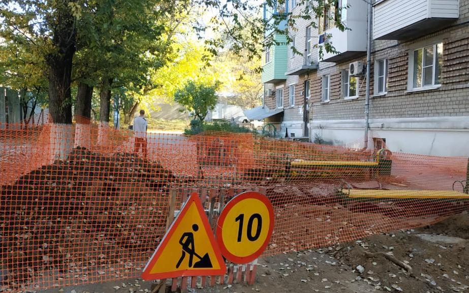 В Новочеркасске после публикации «Блокнота» пообещали решить вопрос с разрытым трубопроводом на улице Свободы