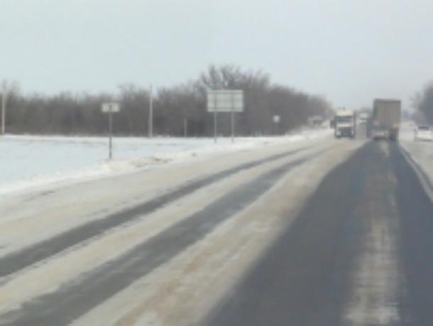 Ограничение движения транспорта, на трассе М-4 Дон, недалеко от Новочеркасска сняты