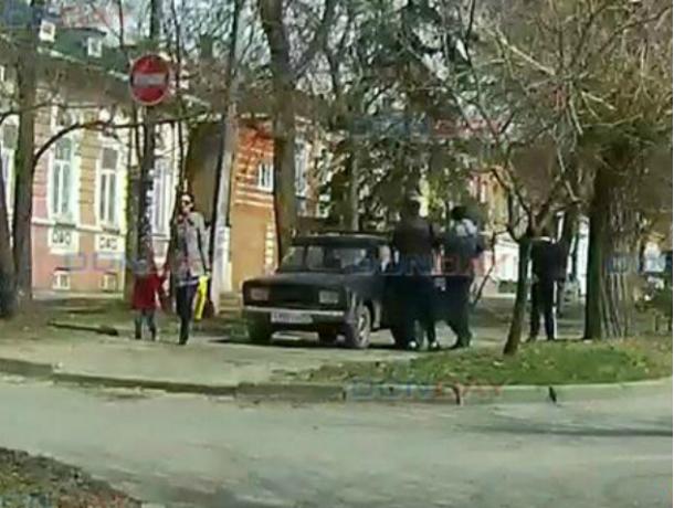 Получивший инсульт за рулем автомобиля пенсионер, сбил 80-летнюю бабушку в Новочеркасске