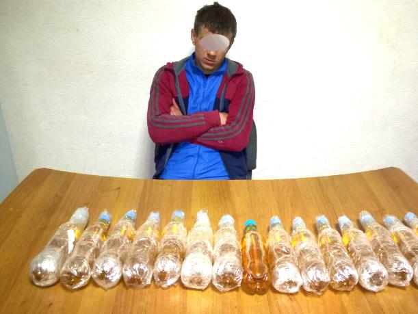 25-летний мужчина пытался перебросить в исправительную колонию Новочеркасска бутылки с алкоголем