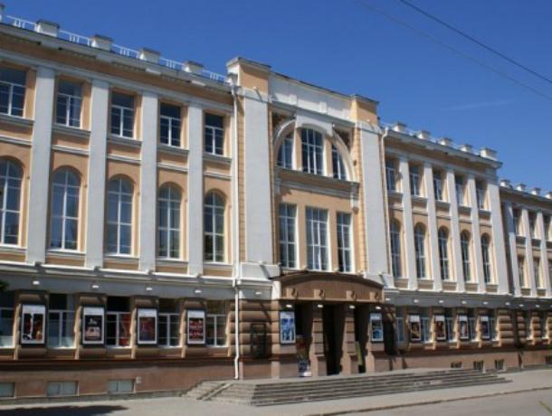 Новочеркасский театр имени Комиссаржевской получил деньги на новый реквизит и технику
