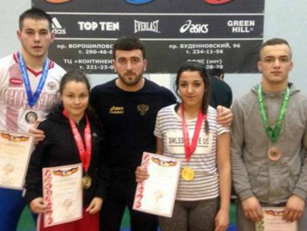 Четыре медали завоевали борцы из Новочеркасска на областном чемпионате
