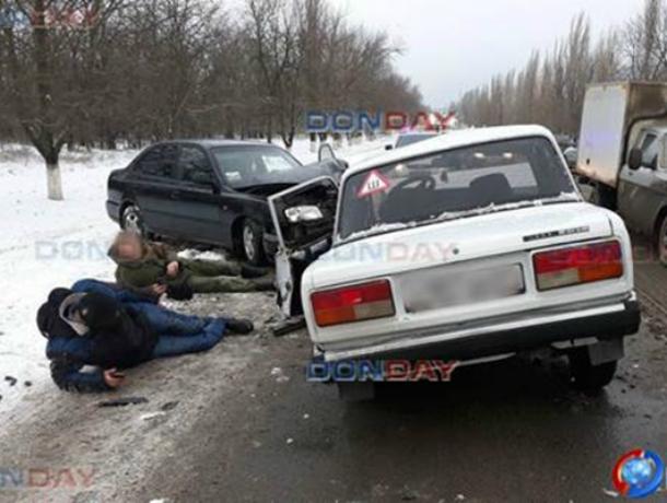 «Семерка» лоб в лоб столкнулась с «Акцентом» на трасе под Новочеркасском