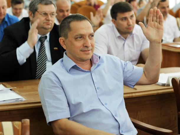 Парламентарии Новочеркасска вместе с горожанами потребовали отставки мэра Киргинцева
