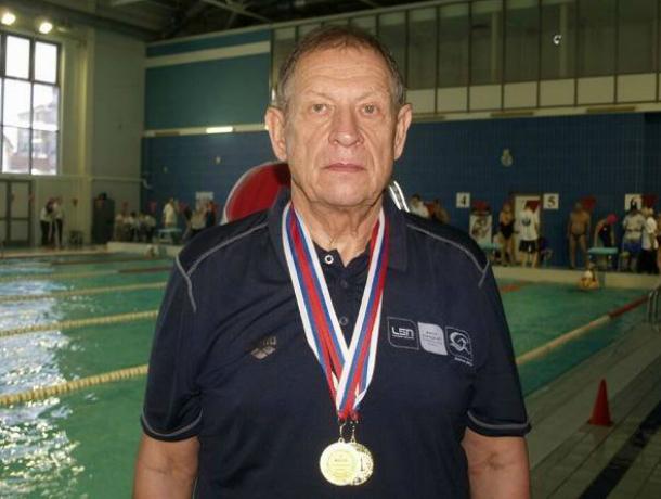 Тренер новочеркасской спортшколы стал призером  чемпионата Европы по плаванию среди ветеранов