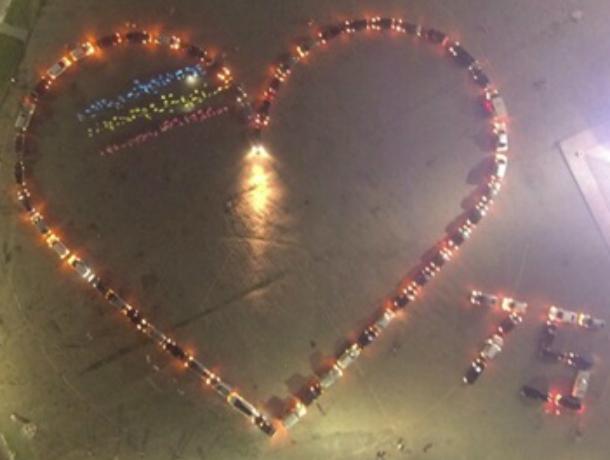 В Новочеркасске собрали «Сердце памяти» из автомобилей