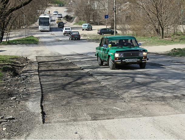 В Новочеркасске начался ямочный ремонт дорог