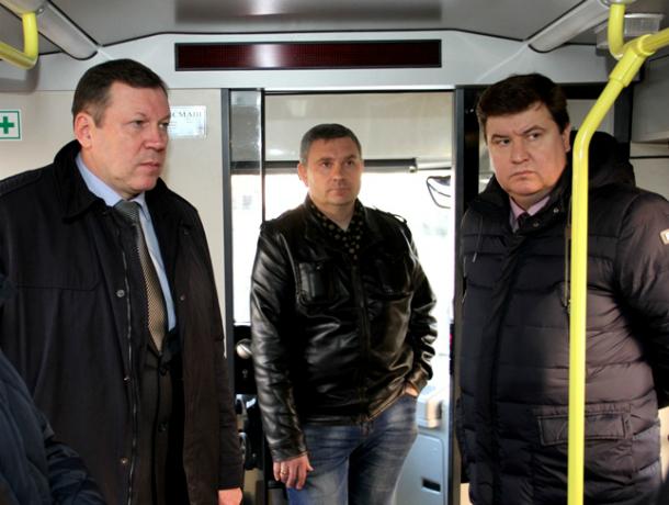 Игорь Зюзин поручил увеличить доходность новочеркасских трамваев, а вот с ремонтом путей пока не определился