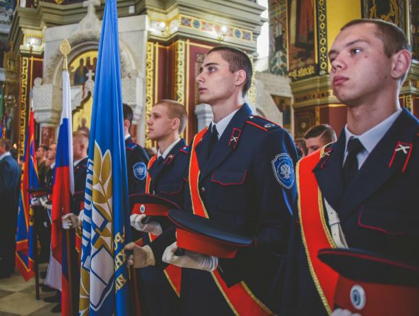 В Новочеркасске выпускники Платовской казачьей сотни получили офицерские чины