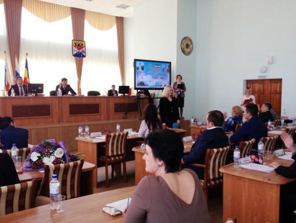 Только четыре депутата из 25 поставили мэру Новочеркасска неудовлетворительную оценку